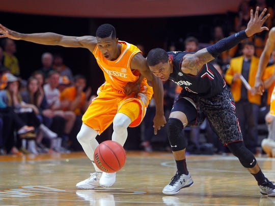 Tennessee guard Josh Richardson, left, battles for