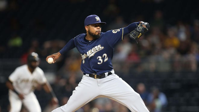 Jeremy Jeffress pitches in the seventh inning.