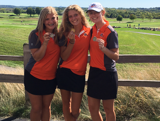 Cedarburg girls golfers