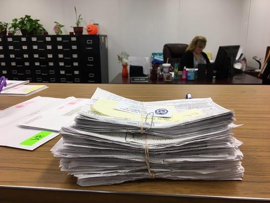 636113514849328351-voterregistrationforms2.jpg