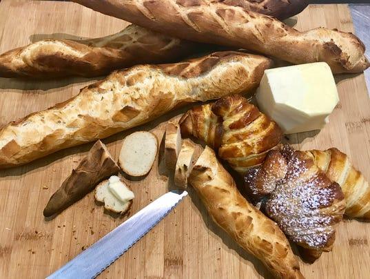 636528324406615720-Le-Petit-Croissant-baguette.jpg