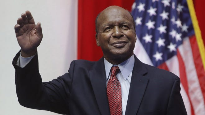 Illinois Secretary of State Jesse White, pictured in 2015, said Tuesday that people ages 75 and older will have a year to renew their licenses if they expire in 2020.