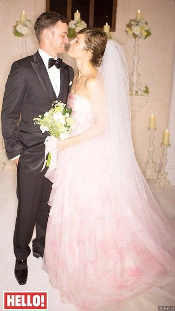 Although her blushing pink gown set a new trend, I'm at a loss for their floral choices, and as you can see they were not noteworthy designs.