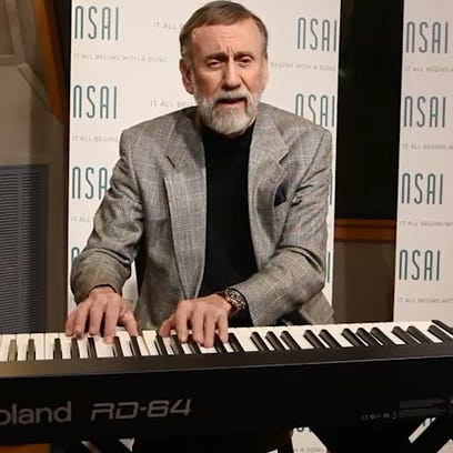 "Ray Stevens performs ""Everything is Beautiful."""