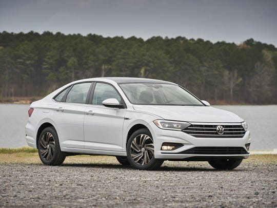 Over the last two years, the compact car market has seen a surge in all-new vehicles, including the 2019 VW Jetta.