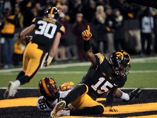 636448201518137404-171028-08-Iowa-vs-Minnesota-football-ds.jpg