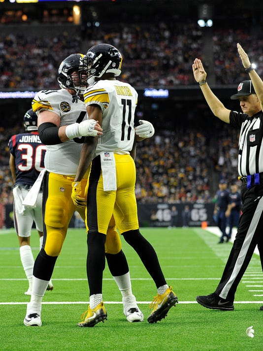 Pittsburgh Steelers wide receiver Justin Hunter (11) celebrates with B.J. Finney after catching a touchdown pass against the Houston Texans during the first half of an NFL football game Monday, Dec. 25, 2017, in Houston. (AP Photo/Eric Christian Smith)
