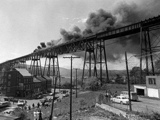 DOMINANT_Railroad_Bridge_fire_pj_02_dd.jpg_20080814.jpg
