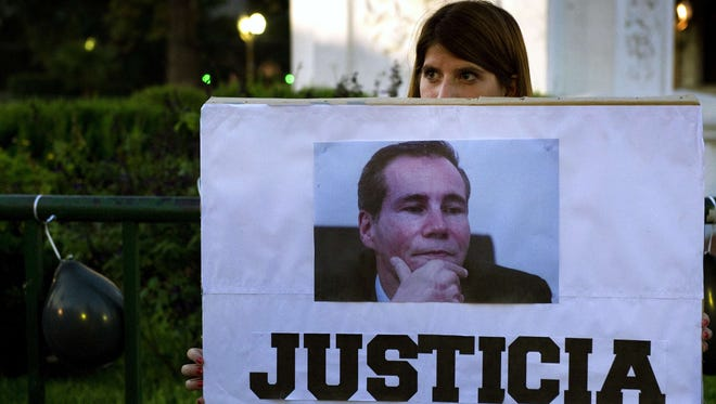 """A woman holds a sign reading """"Justice"""" during a demonstration in Buenos Aires Jan. 26, 2015, about the death of Argentine prosecutor Alberto Nisman."""