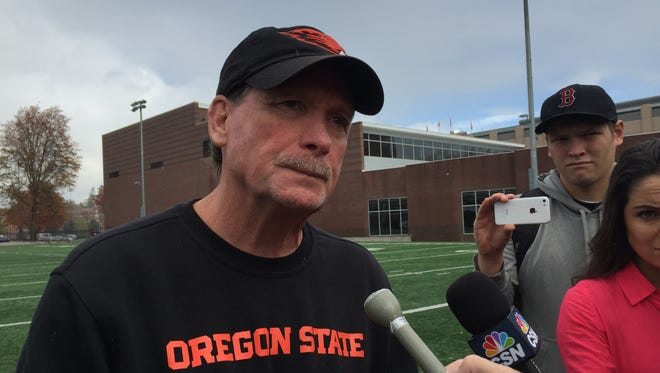 Oregon State offensive coordinator Dave Baldwin after practice on Oct. 28, 2015.
