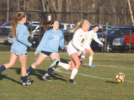 Justina L'Esperance (9) of Hartland moves the ball