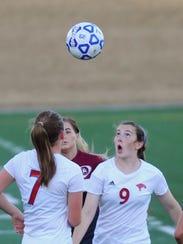 Cooper's Honna Turner (9) eyes the ball as teammate