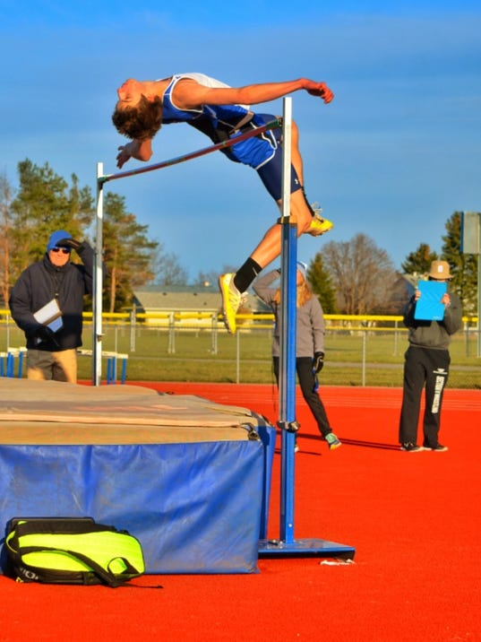 636332357906279104-2017-Geneseo-track-and-field---Kyle-Rollins.jpeg