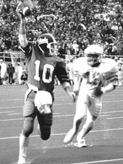 Vanderbilt quarterback Whit Taylor (10) scored the winning touchdown in the Commodores 28-21 win over Tennessee at Dudley Field.