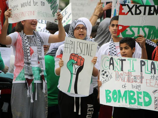 Supporters of Palestine gathered on Fountain Square Sunday. Many in the estimated crowd of 500 were young adults and children.