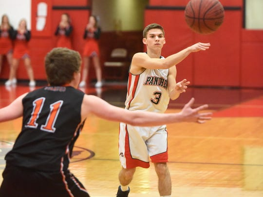 Norfork's Bryson Thiel passes around Calico Rock's