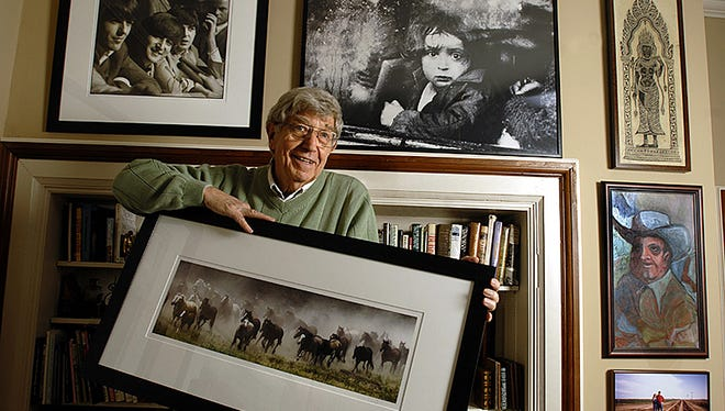 Bill Snead poses for a photo at home in Lawrence, Kansas, on Sept. 11, 2006. Snead, who worked for The News Journal in the 1960s, died Sunday.