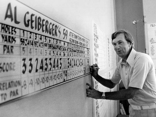 Al Geiberger signs a giant replica of his scorecard after shooting 59 during the second round of the Danny Thomas Memphis Classic at Colonial Country Club's south course on June 11, 1977.