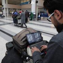 Airline group urges U.S., Britain to drop electronics bans