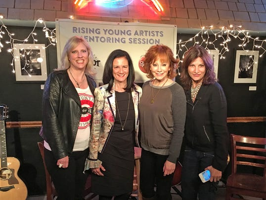 635951258053155818-Change-Conversation-group-with-Reba-McEntire.jpg