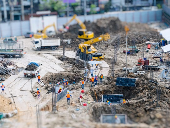While construction workers may get paid slightly more than the typical American, those working in the industry are among the least likely to receive any benefits.