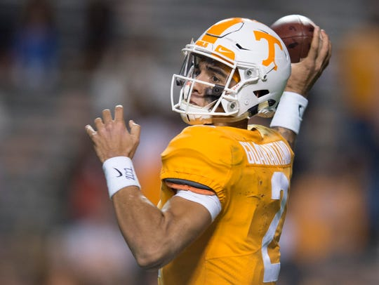 Tennessee quarterback Jarrett Guarantano (2) throws