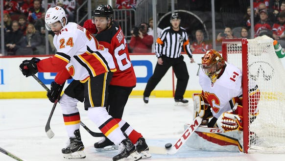 Calgary Flames goaltender David Rittich (33) makes