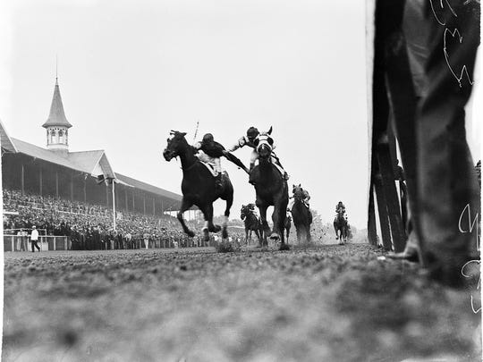 The furious finish of the 1933 Kentucky Derby.