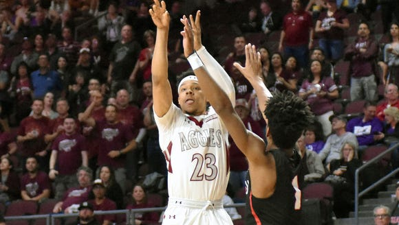 New Mexico State's Zach Lofton shoot one of his many