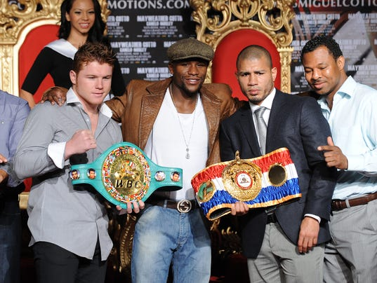 US boxer Floyd Mayweather (2nd L) and WB