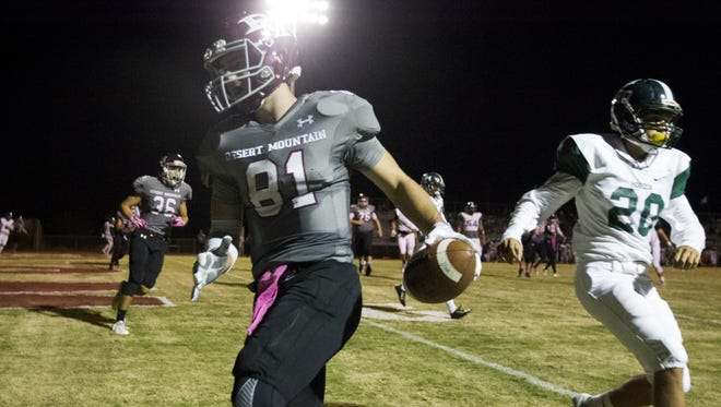 Scottsdale Desert Mountain senior WR Kade Warner (81) scores a touchdown against Phoenix Horizon in the first half at Desert Mountain High School in Scottsdale on Friday, Oct. 14, 2016.