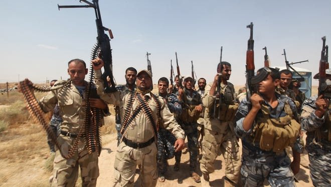 Volunteers who joined the Iraqi army to fight against militants.