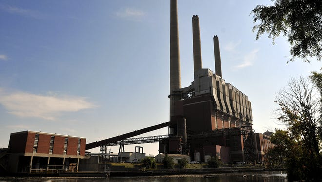 File photo The Eckert Power Plant is run by the Lansing Board of Water & Light, which is phasing out use of the coal facility.