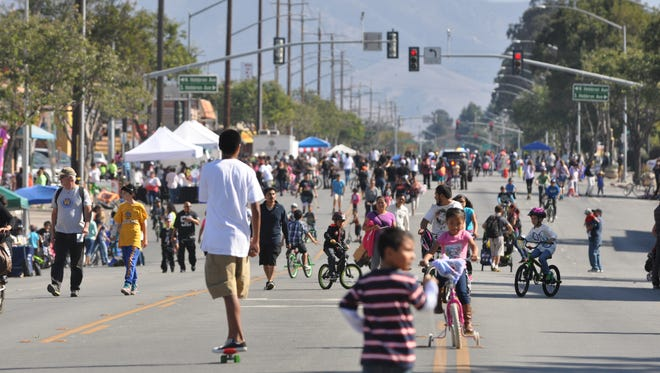 Sunday, October 25th saw a great turnout for the third annual Ciclovia Salinas, where a long section of Alisal Street was closed to motor traffic for four hours, allowing hundreds of citizens to enjoy a car-free day.