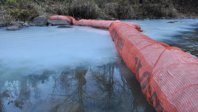 An oil-sorbent boom placed downstream did not collect the cleaning solution, though it did capture diesel gasoline and oil that leaked from the truck.