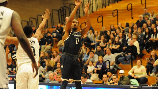 Je'lon Hornbeak attempts a shot on Monday evening at St. Peter's. The Peacocks won, 71-61, handing the Hawks their third straight loss