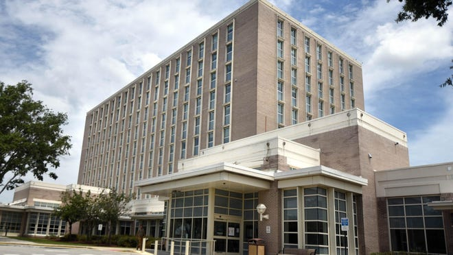 The 21-member Partnership Advisory Group made its recommendation for New Hanover Regional Medical Center's future partnership.