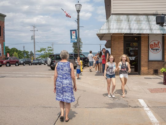 M-28 Intersection: Visitors to Munising find easy access