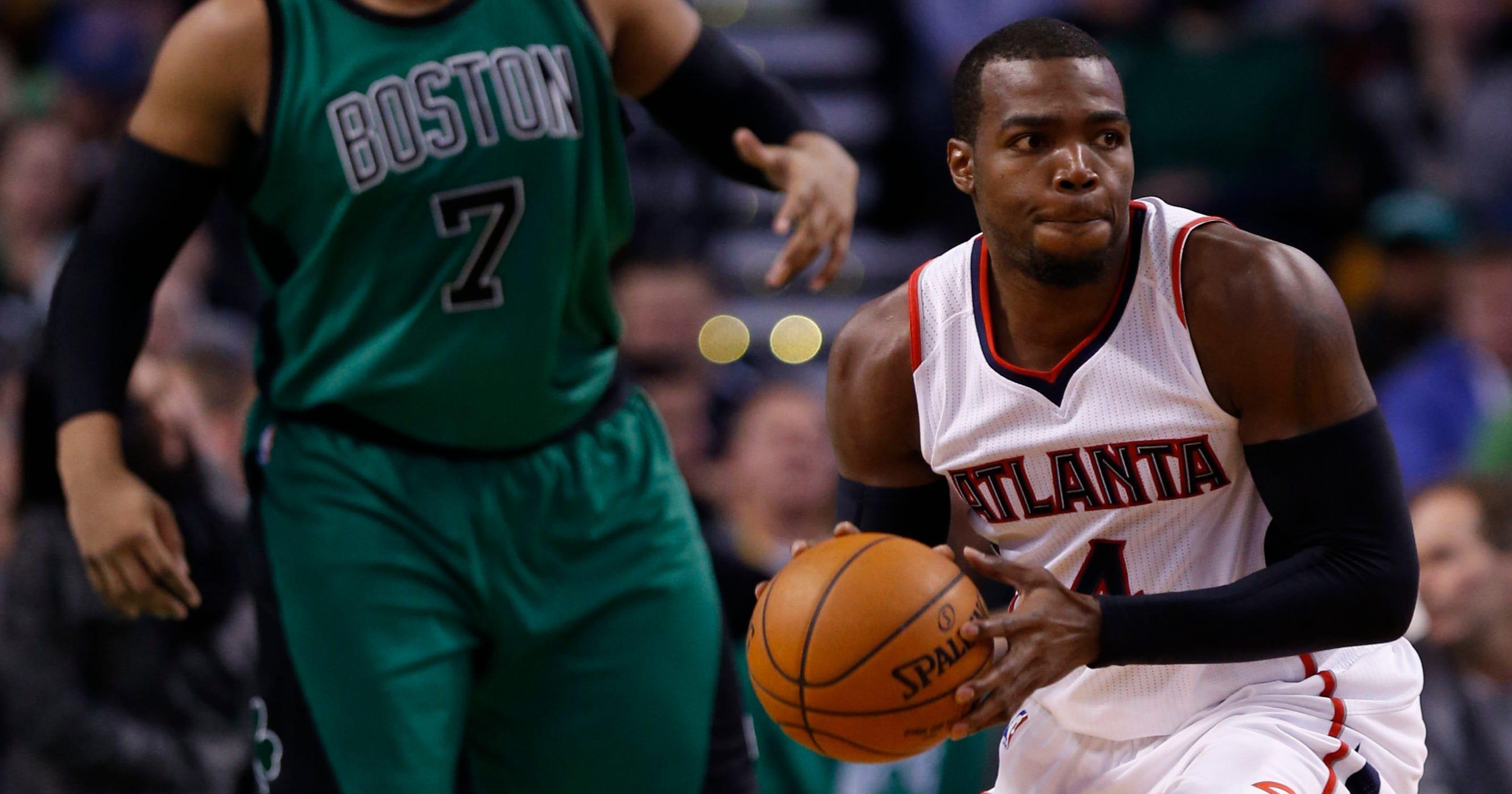 Red-hot Hawks top Celtics for 10th straight win 531e199cd