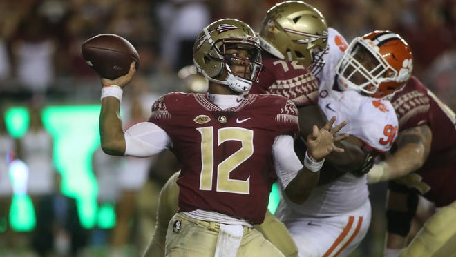 Deondre Francois (12) throws the ball during Florida State's 37-34 loss to Clemson. Francois finished with 286 yards and a touchdown.