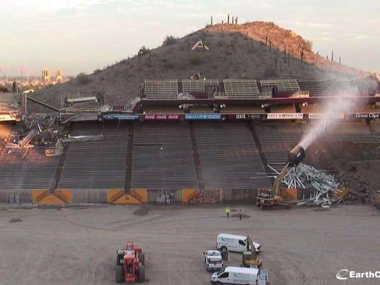 636481948355336591-120517-502p-stadium.JPG