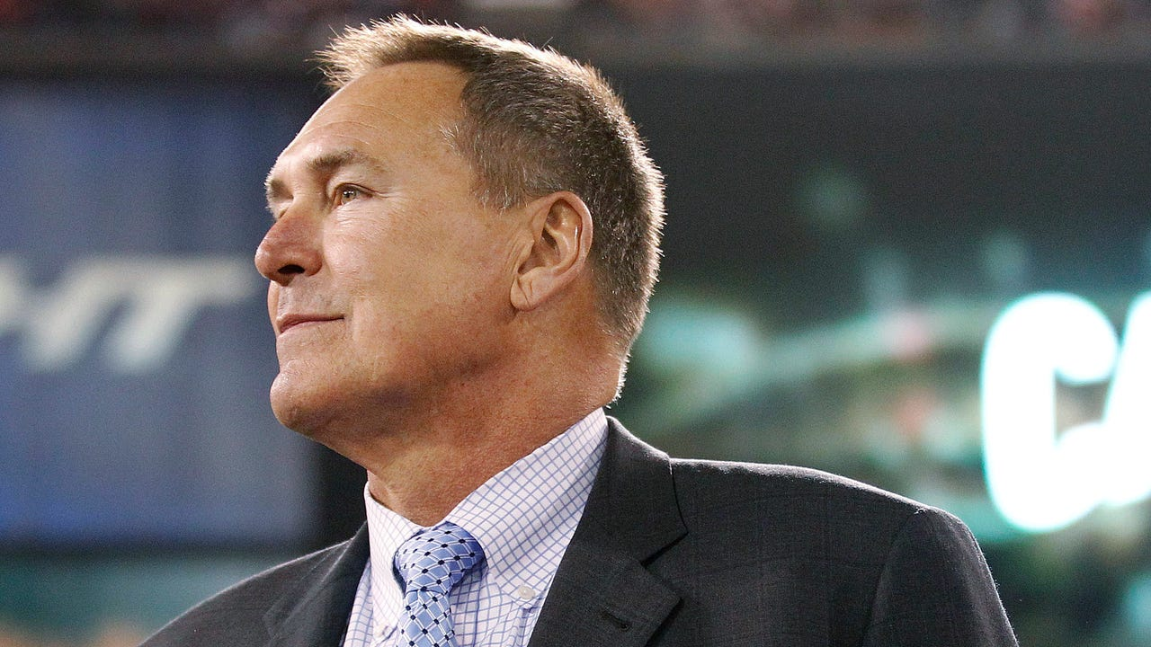 Former San Francisco 49ers wide receiver Dwight Clark revealed he has been diagnosed with amyotrophic lateral sclerosis (ALS).