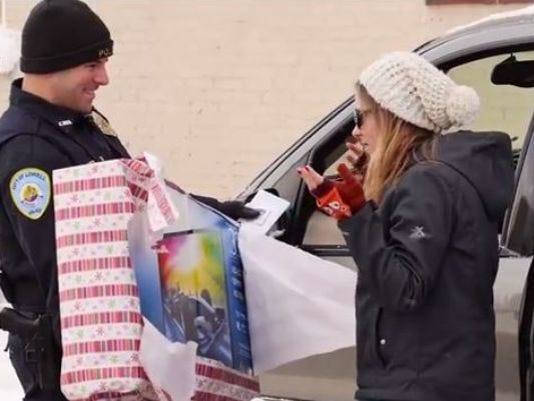 Cops hand out gifts