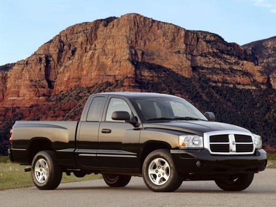 The 2005 Dodge Dakota Club Cab Laramie 4x4 is shown