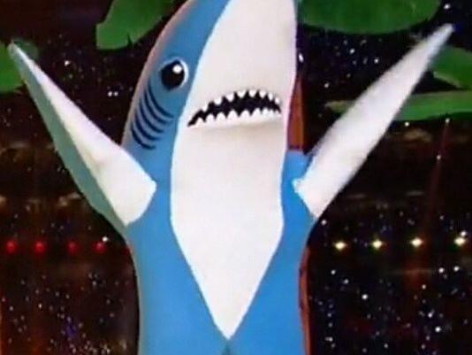 635585504327588406-635585008170003994-left-shark-1-