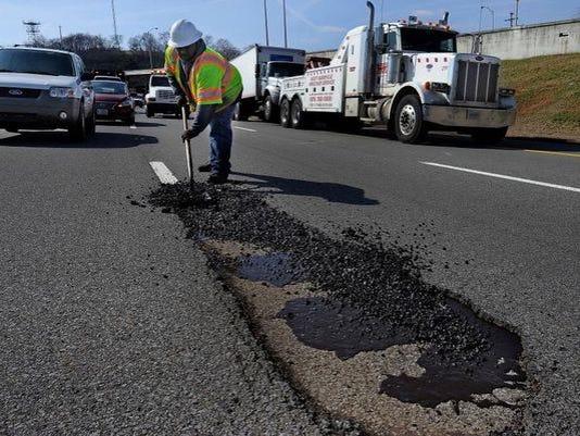 635604529363145940-potholes