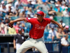 Phillies' Hollands gets MRI on left elbow