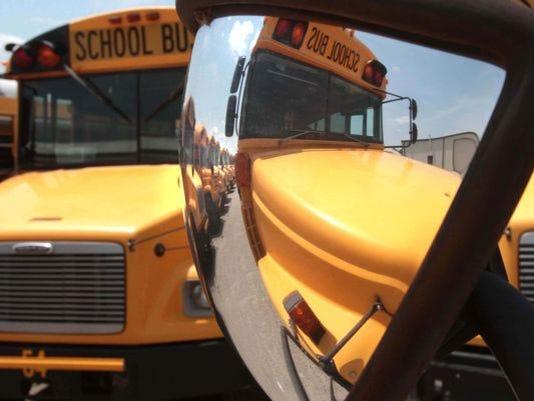 635658966667441280-School-Bus