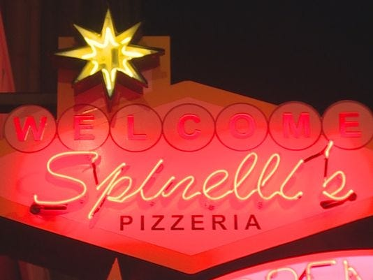 635663233938068525-635663219962450185-spinellis-pizza-generic-sign