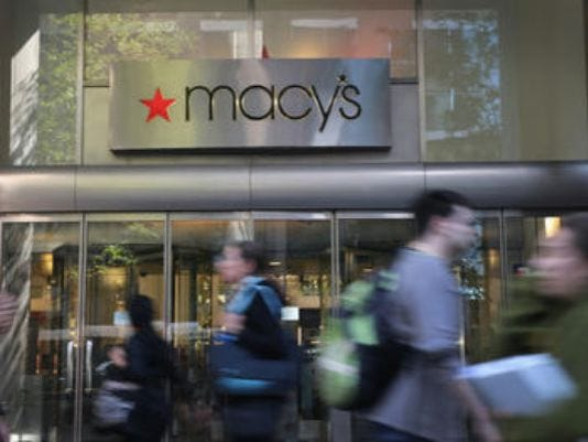 635665980586415587-635664119809662406-macys-busy-peds-in-front